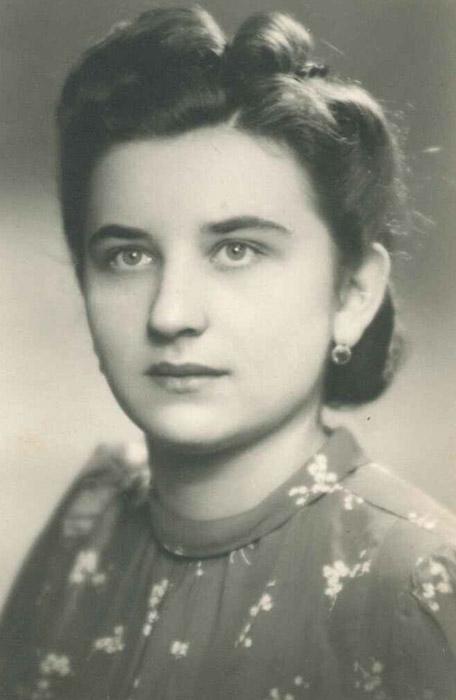 Marie Černá, později Bryksová a poté Sladká. Fotografie neteře Marie Sladké