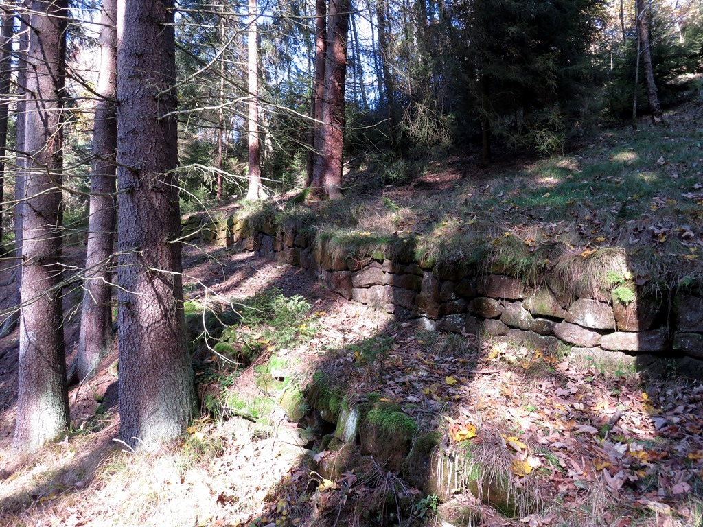 Janovský potok zdi